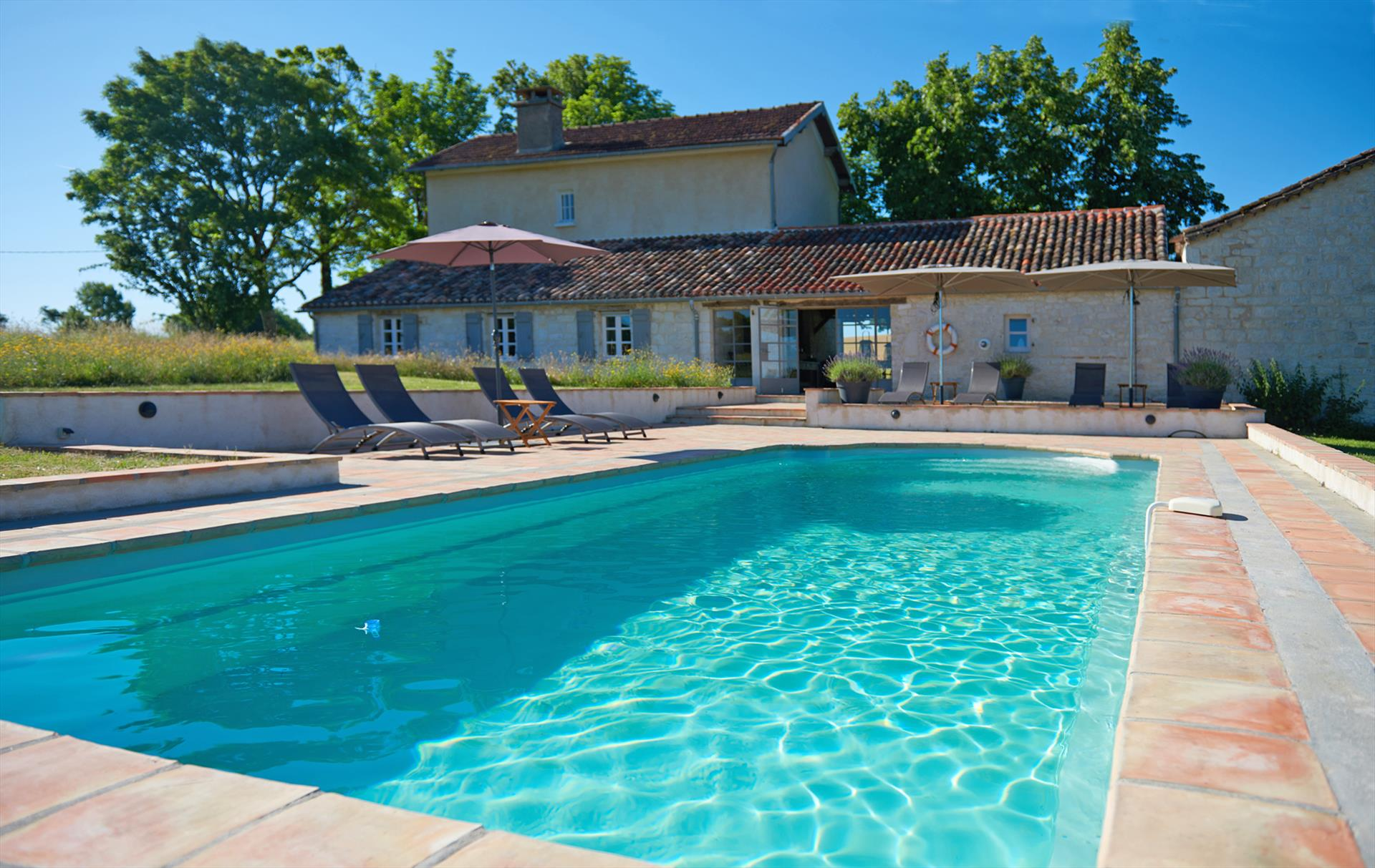 La vernède,Wonderful and  luxury villa in Sauveterre, Midi Pyrénées, France  with private pool for 8 persons...