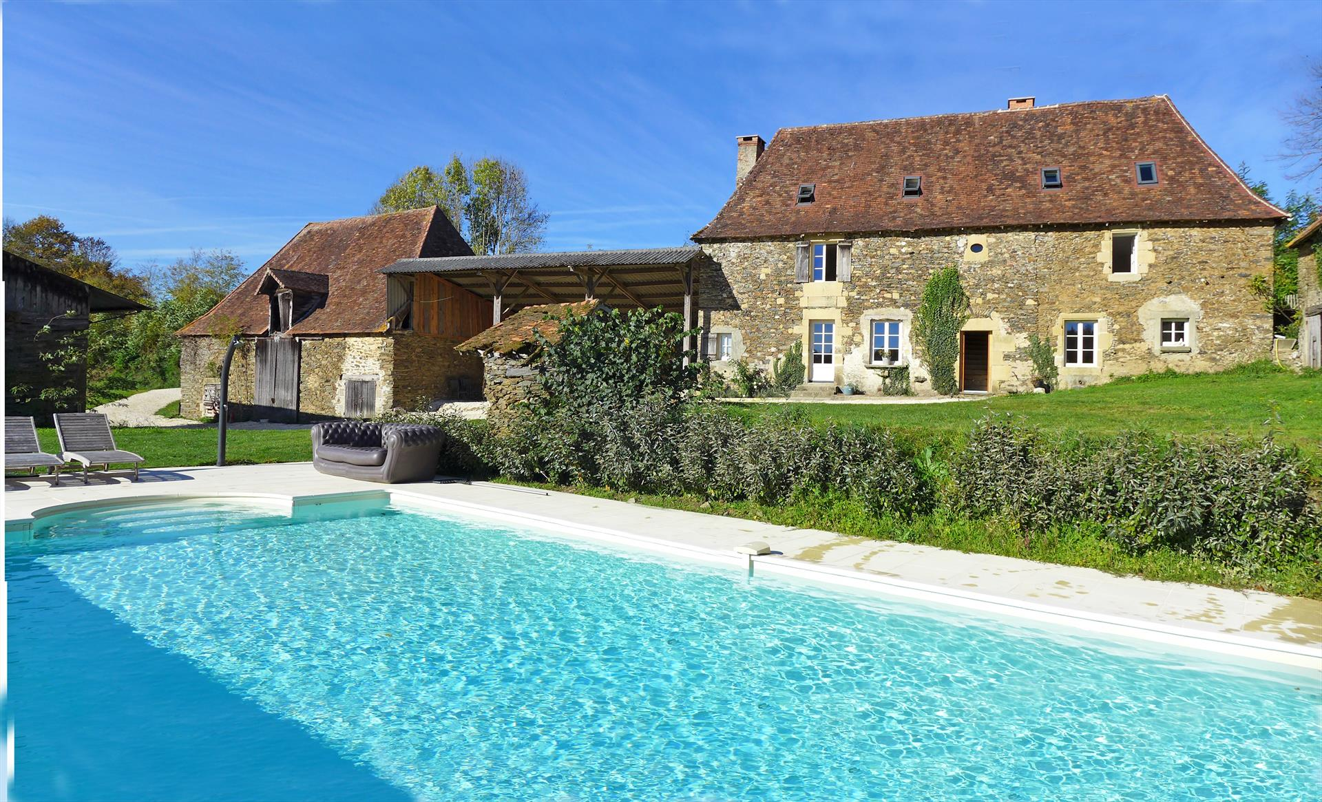 Sarra, Wonderful and comfortable villa in Sarrazac, Dordogne, France  with heated pool for 8 persons...