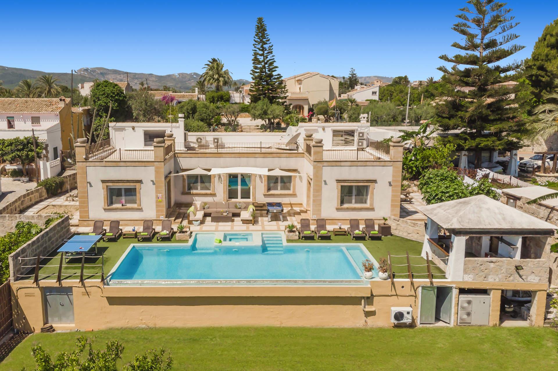 Silver Sun,Villa charmante et de luxe à Javea, sur la Costa Blanca, Espagne  avec piscine chauffée pour 8 personnes.....