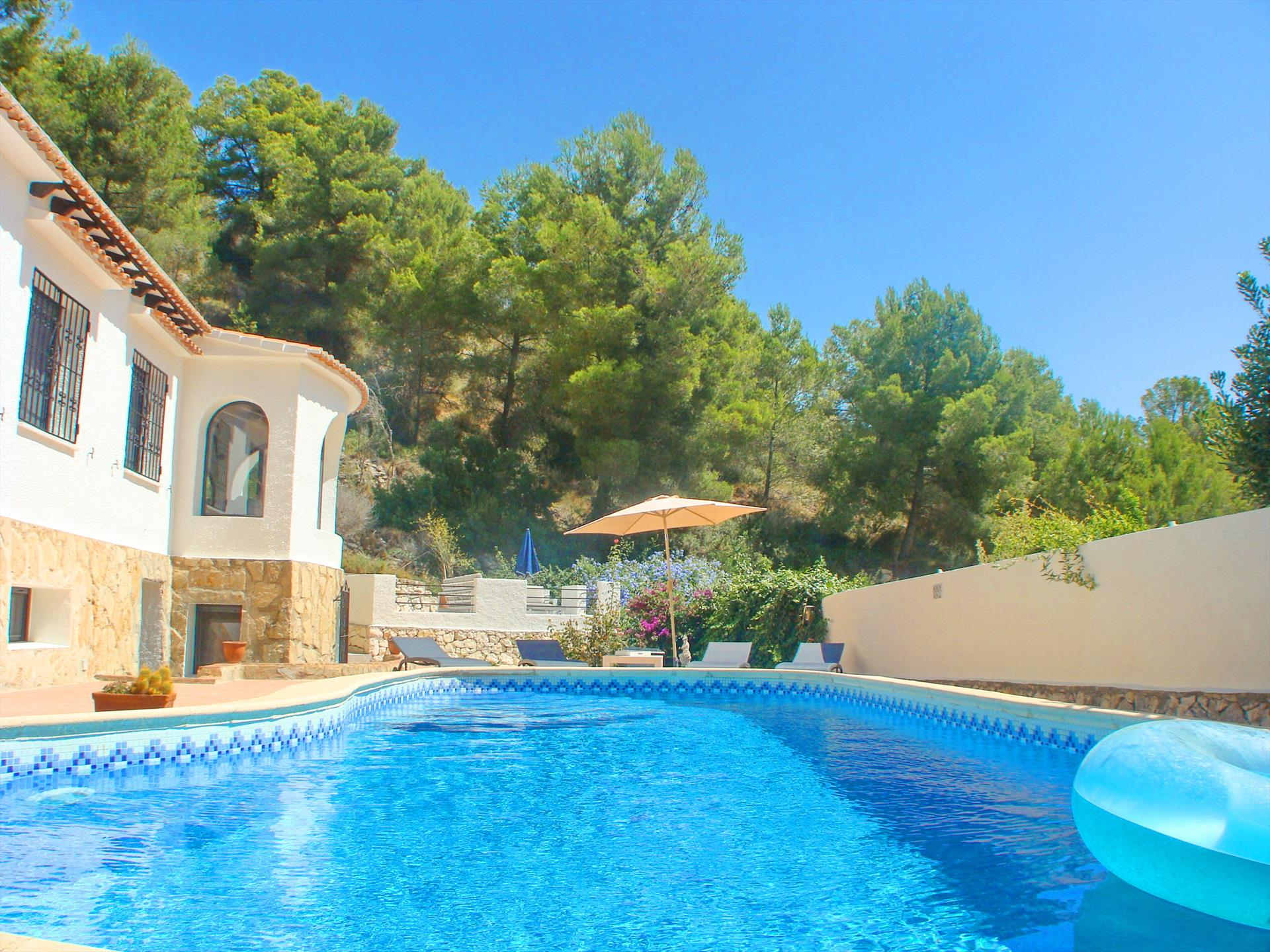 Winimar Solidays, Large and cheerful villa in Benissa, on the Costa Blanca, Spain  with private pool for 10 persons.....