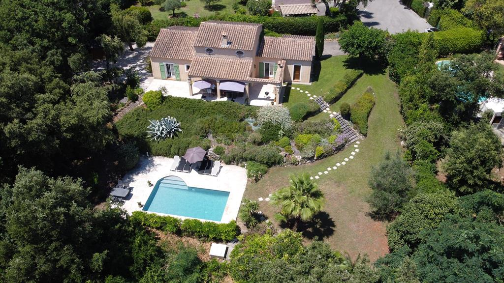 Valbonne, Villa  with private pool in Valbonne, on the Cote d'Azur, France for 6 persons...