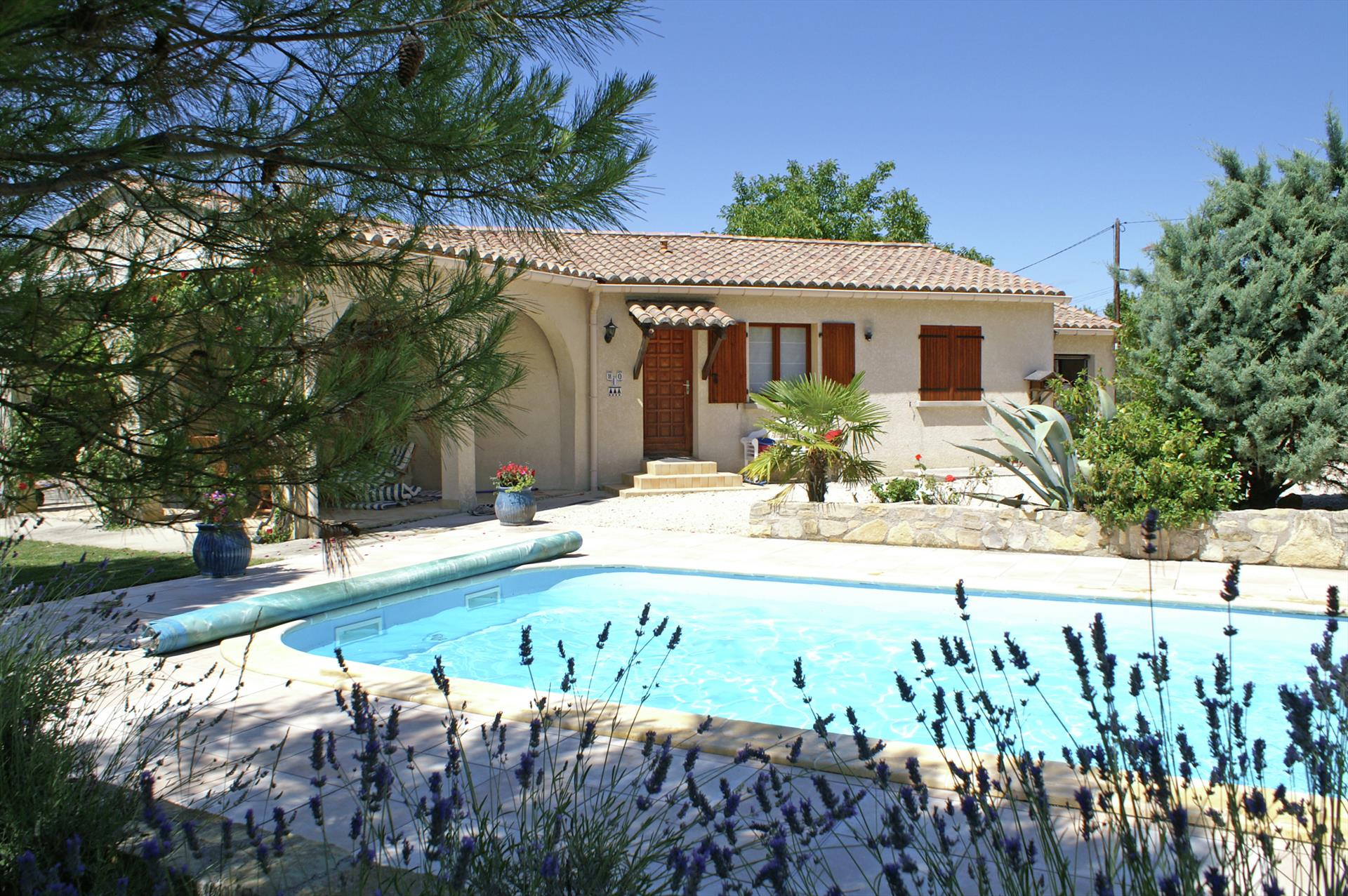 Vignes, Lovely and cheerful holiday house  with private pool in Saint Césaire de Gauzignan, Gard, France for 6 persons...
