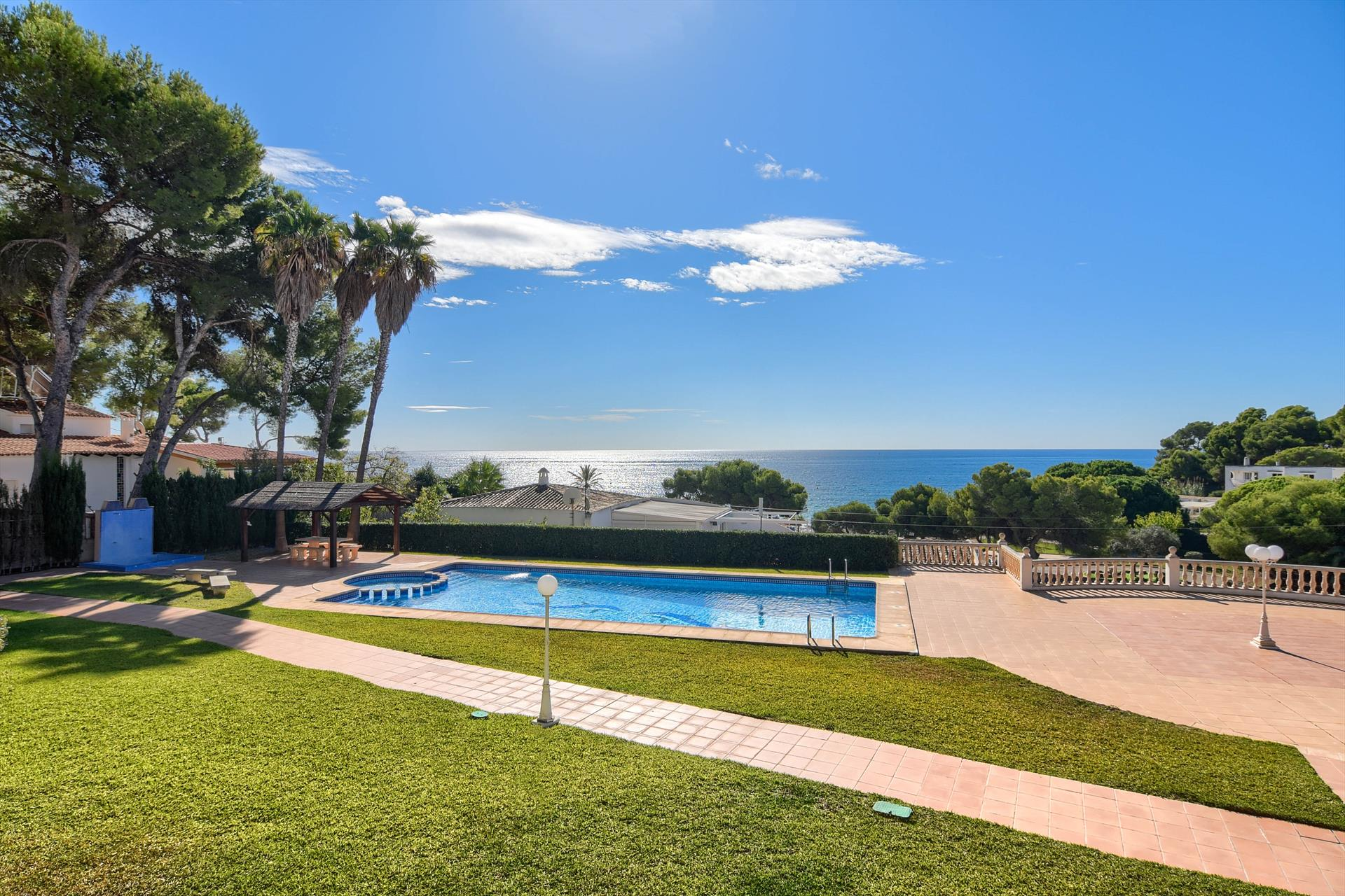 Poolbeach V,Beautiful and cheerful apartment  with communal pool in Moraira, on the Costa Blanca, Spain for 4 persons.....