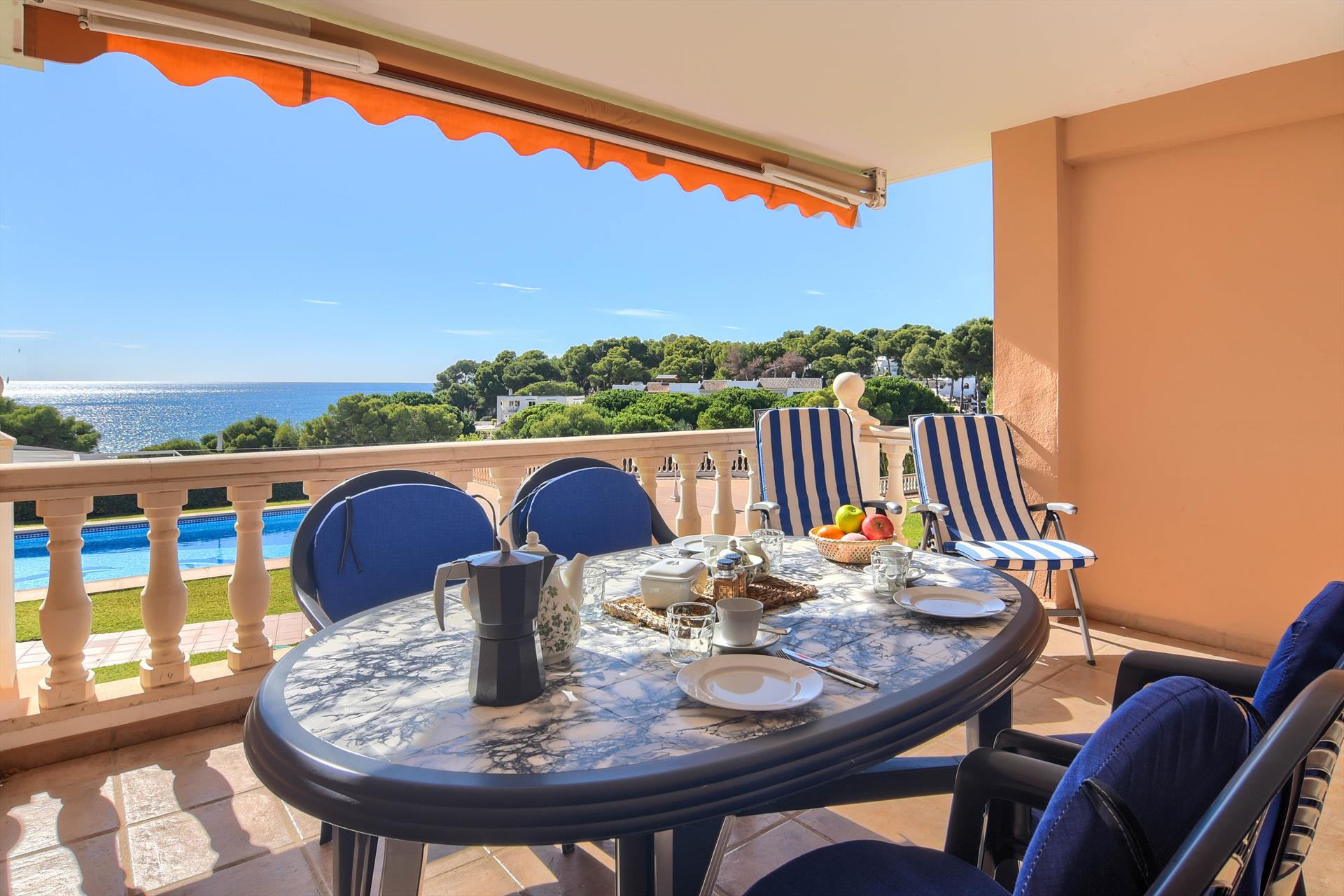 Poolbeach VI 4 pax, Classic and cheerful apartment  with communal pool in Moraira, on the Costa Blanca, Spain for 4 persons...