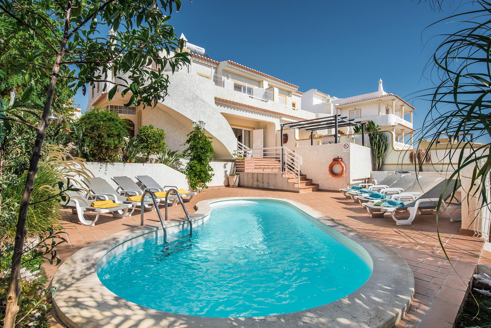 Villa Albufeira LS220,Large and comfortable villa  with private pool in Albufeira, on the Algarve, Portugal for 10 persons...