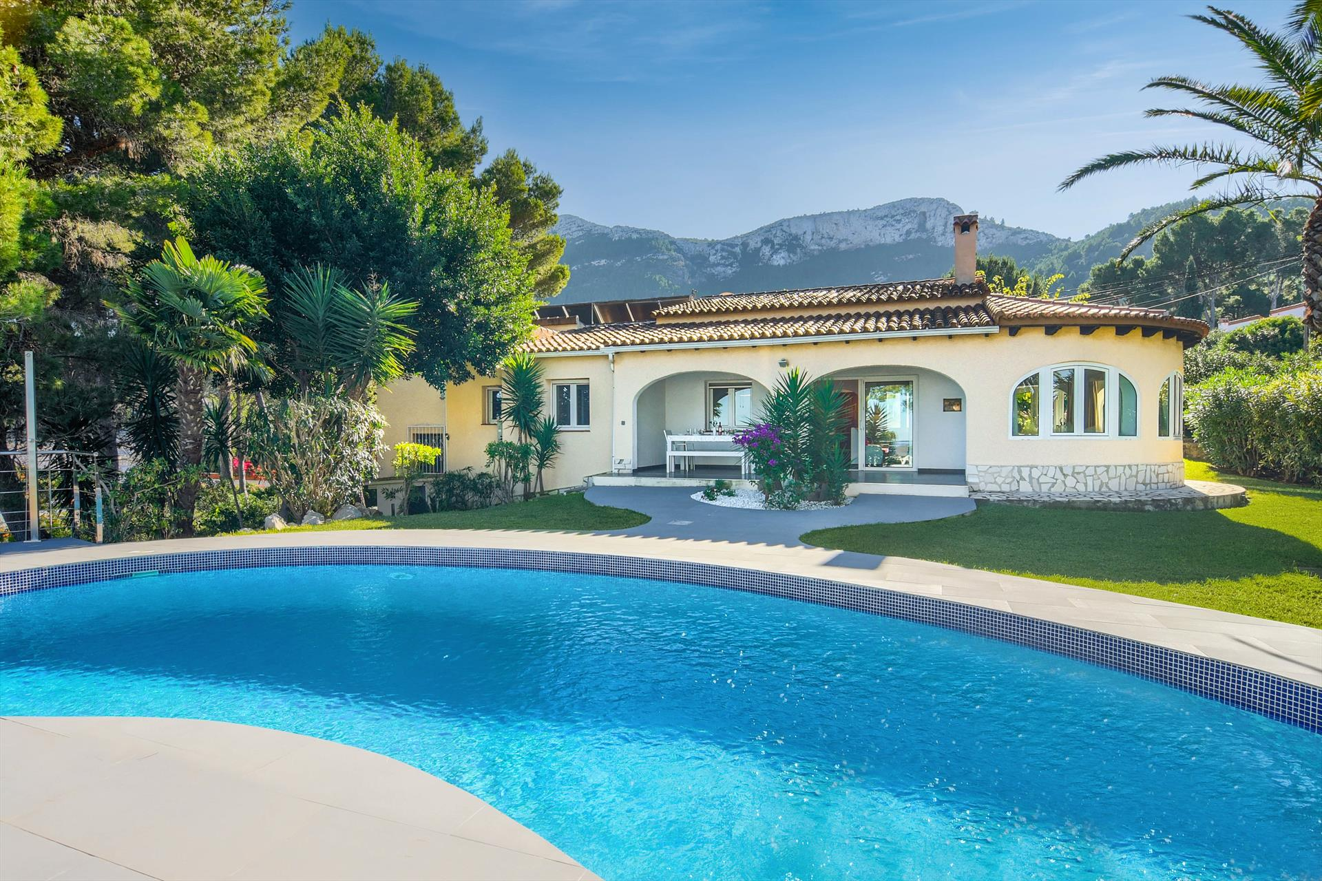 Doudou, Large and comfortable villa  with private pool in Denia, on the Costa Blanca, Spain for 6 persons...