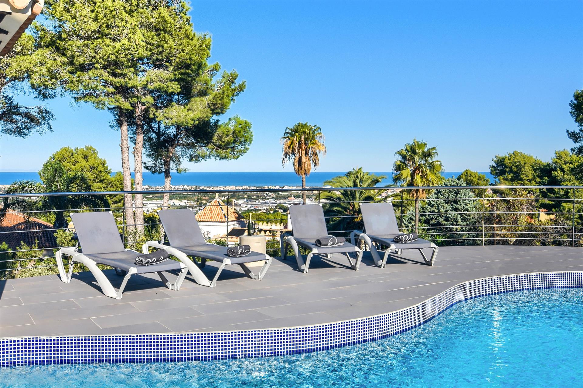 Doudou 4 pax,Villa grande e confortevole a Denia, sulla Costa Blanca, in Spagna  con piscina privata per 4 persone...