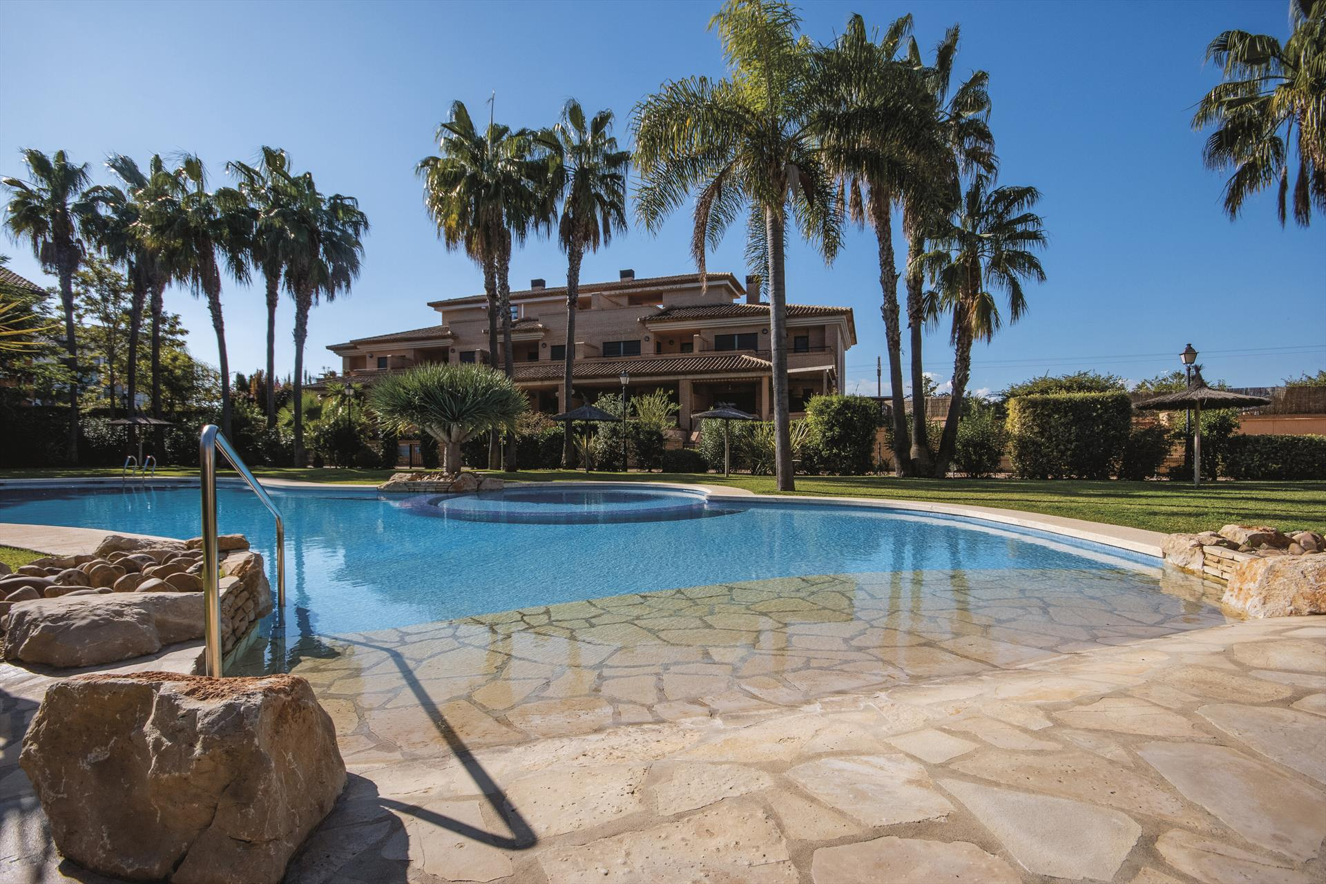 Avatar 4 pax, Beautiful and cheerful apartment in Javea, on the Costa Blanca, Spain  with communal pool for 4 persons...