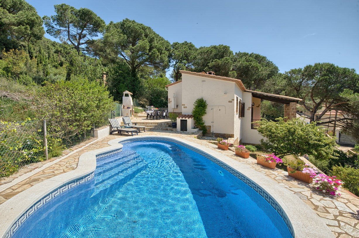 EL HORREO casa con piscina privada en Begur, Costa Brava, Rustic house in Begur, on the Costa Brava, Spain  with private pool for 6 persons.....