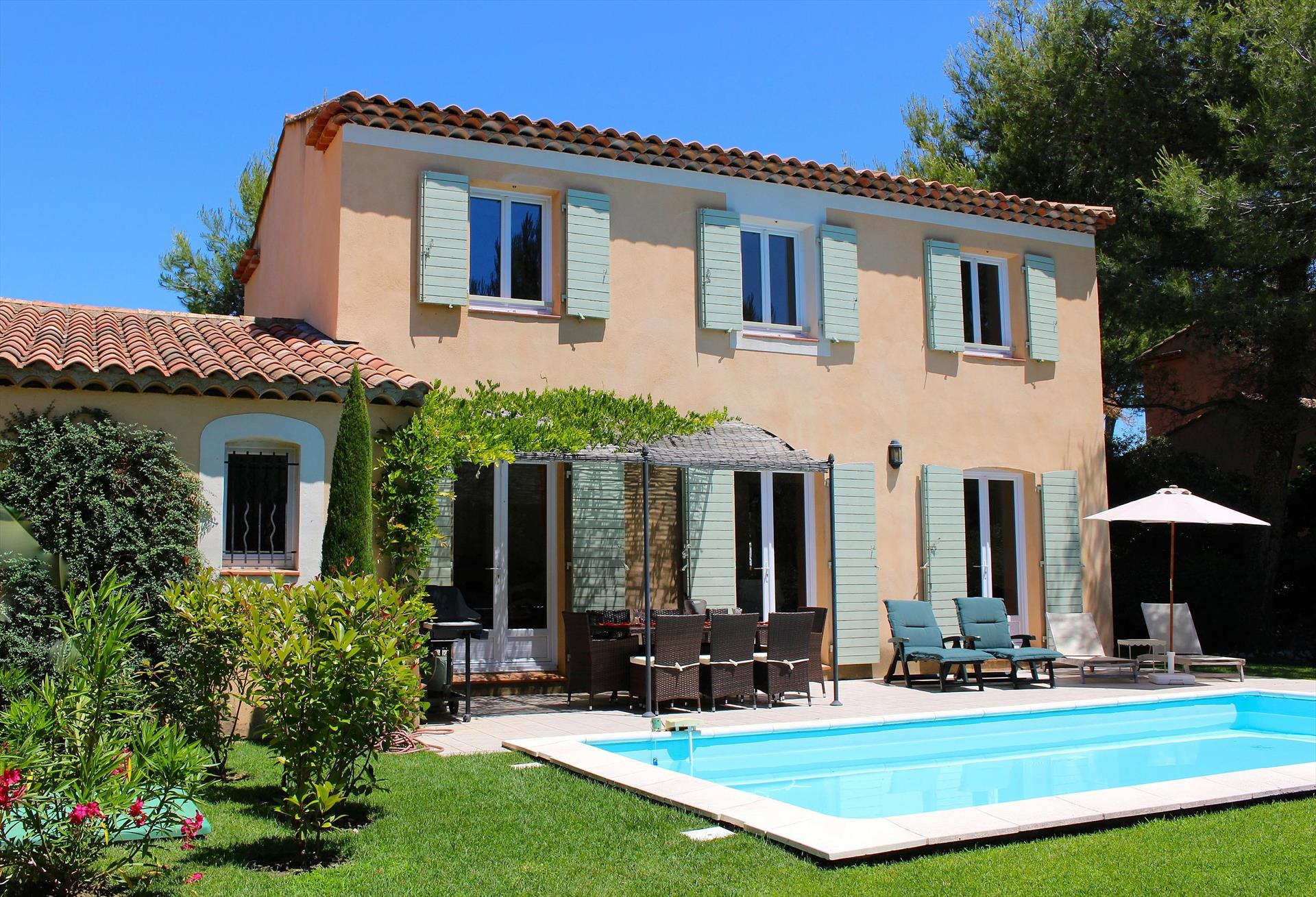 Villa occitane, Large and comfortable villa in Mallemort, in the Provence, France  with private pool for 10 persons...