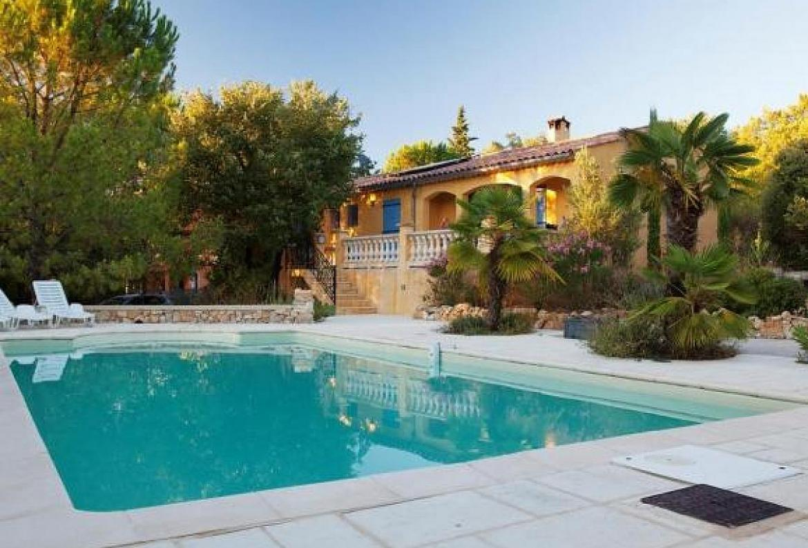 Villa sainte anastasie, Lovely and comfortable villa  with private pool in Saignon, on the Cote d'Azur, France for 6 persons...