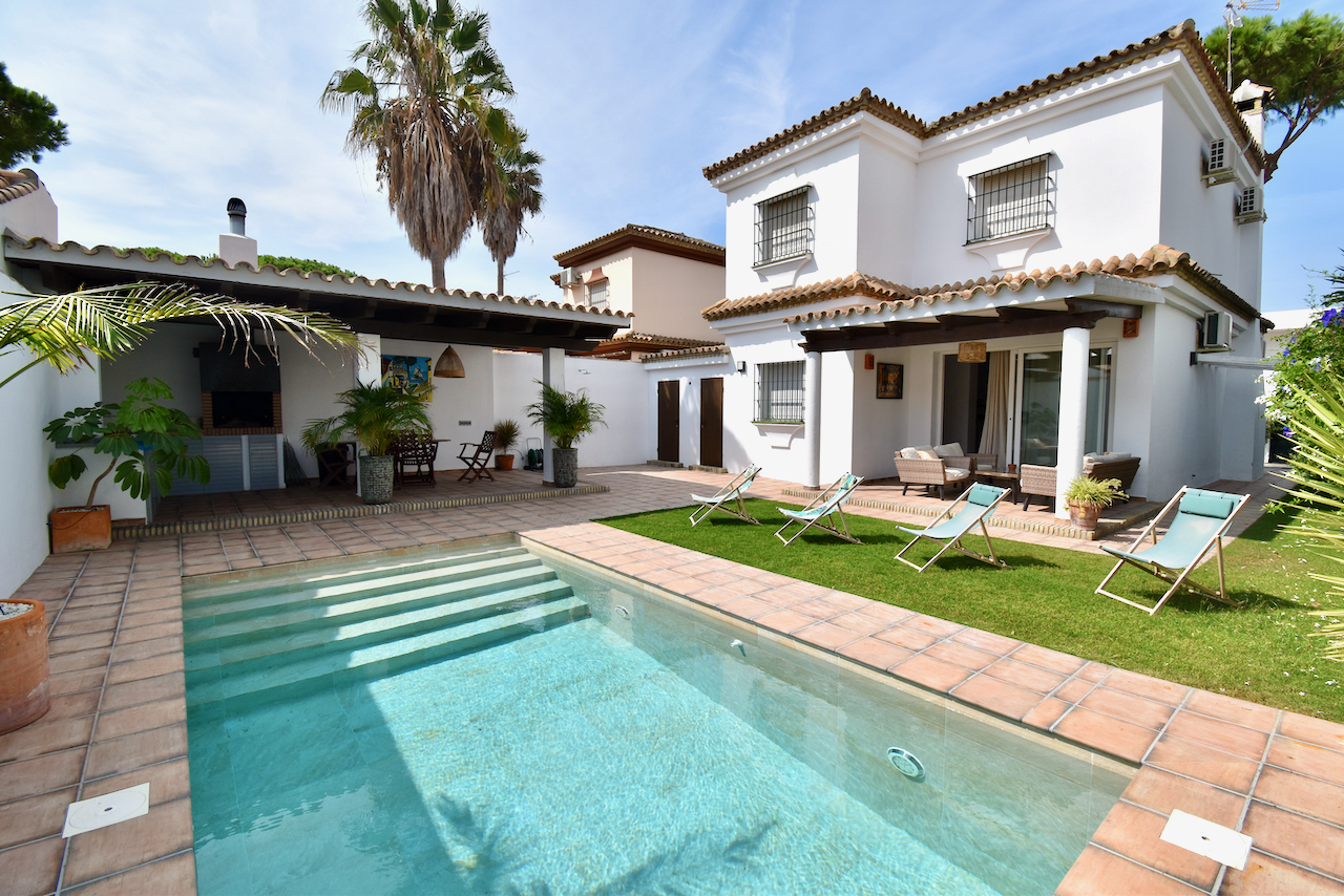 La Guindilla, Lovely and comfortable villa in Chiclana de la Frontera, Andalusia, Spain  with private pool for 10 persons.....
