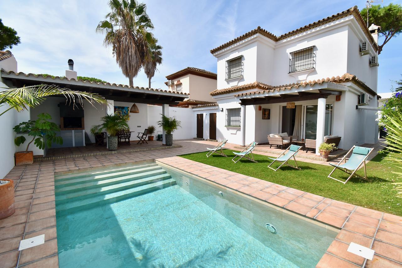 La Guindilla,Lovely and comfortable villa in Chiclana de la Frontera, Andalusia, Spain  with private pool for 10 persons.....
