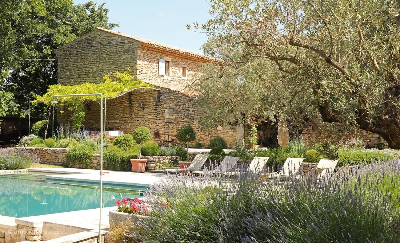 La ferme d'augustin,Casa de campo en Bonnieux, en la Provenza, Francia  con piscina privada para 10 personas...