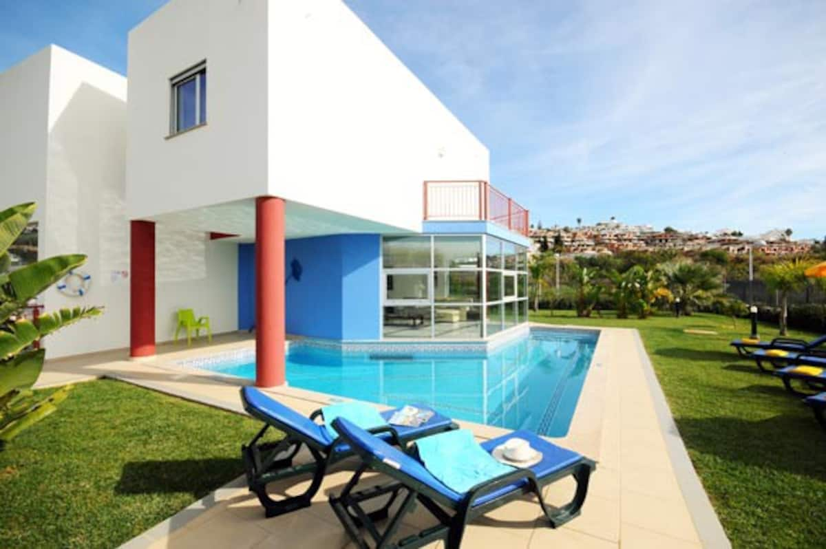 Villa Albufeira LS505,Wonderful and luxury villa in Albufeira, on the Algarve, Portugal  with private pool for 10 persons...