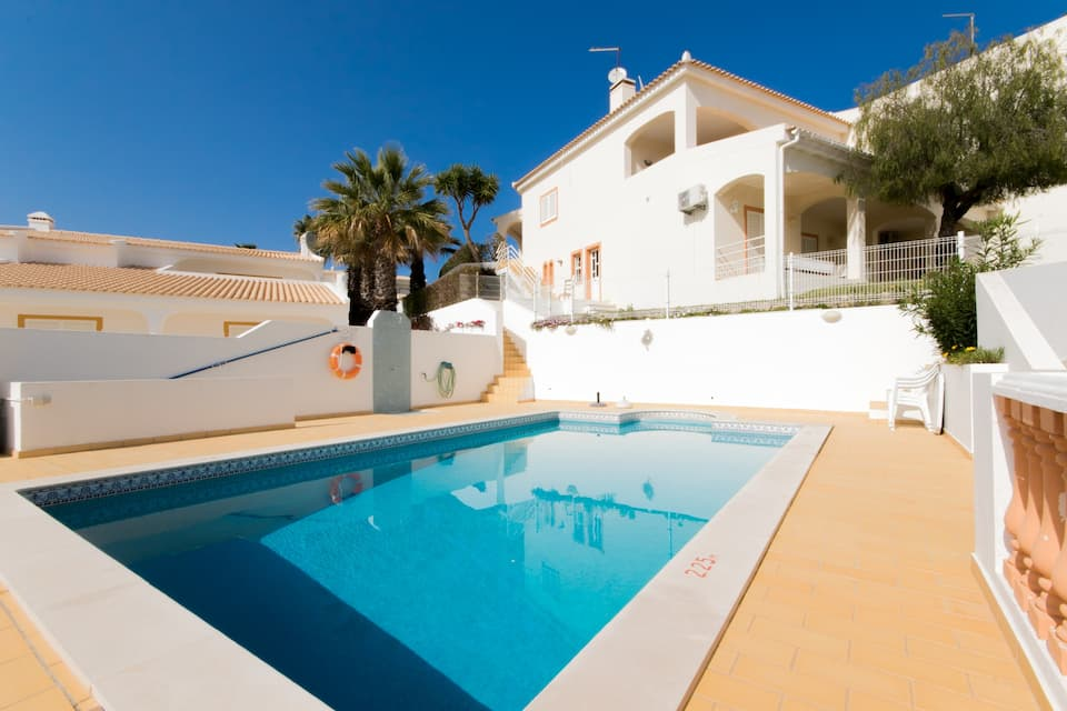 Villa Albufeira LS503, Lovely and comfortable villa  with private pool in Albufeira, on the Algarve, Portugal for 7 persons...