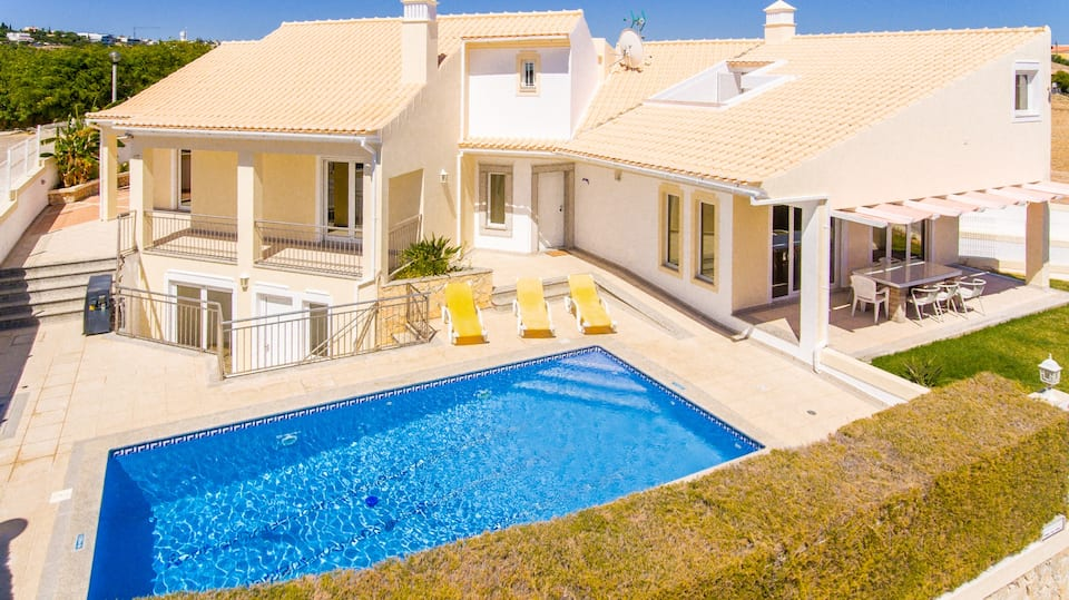 Villa Albufeira LS603, Wonderful and classic villa  with private pool in Albufeira, on the Algarve, Portugal for 8 persons...