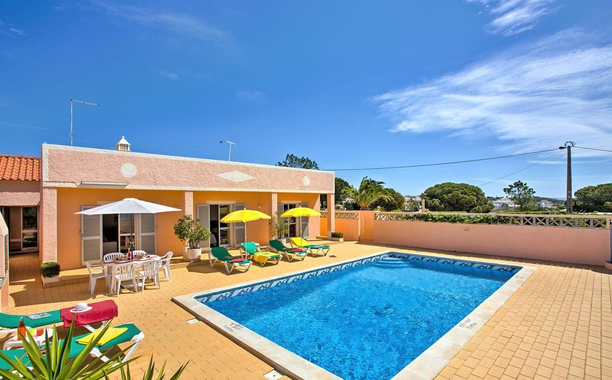 Villa Albufeira LS604, Lovely and classic villa  with private pool in Albufeira, on the Algarve, Portugal for 7 persons...