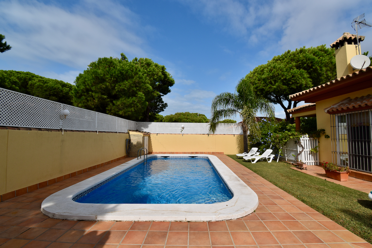 La Casina, Wonderful and comfortable villa in Chiclana de la Frontera, Andalusia, Spain  with private pool for 7 persons.....
