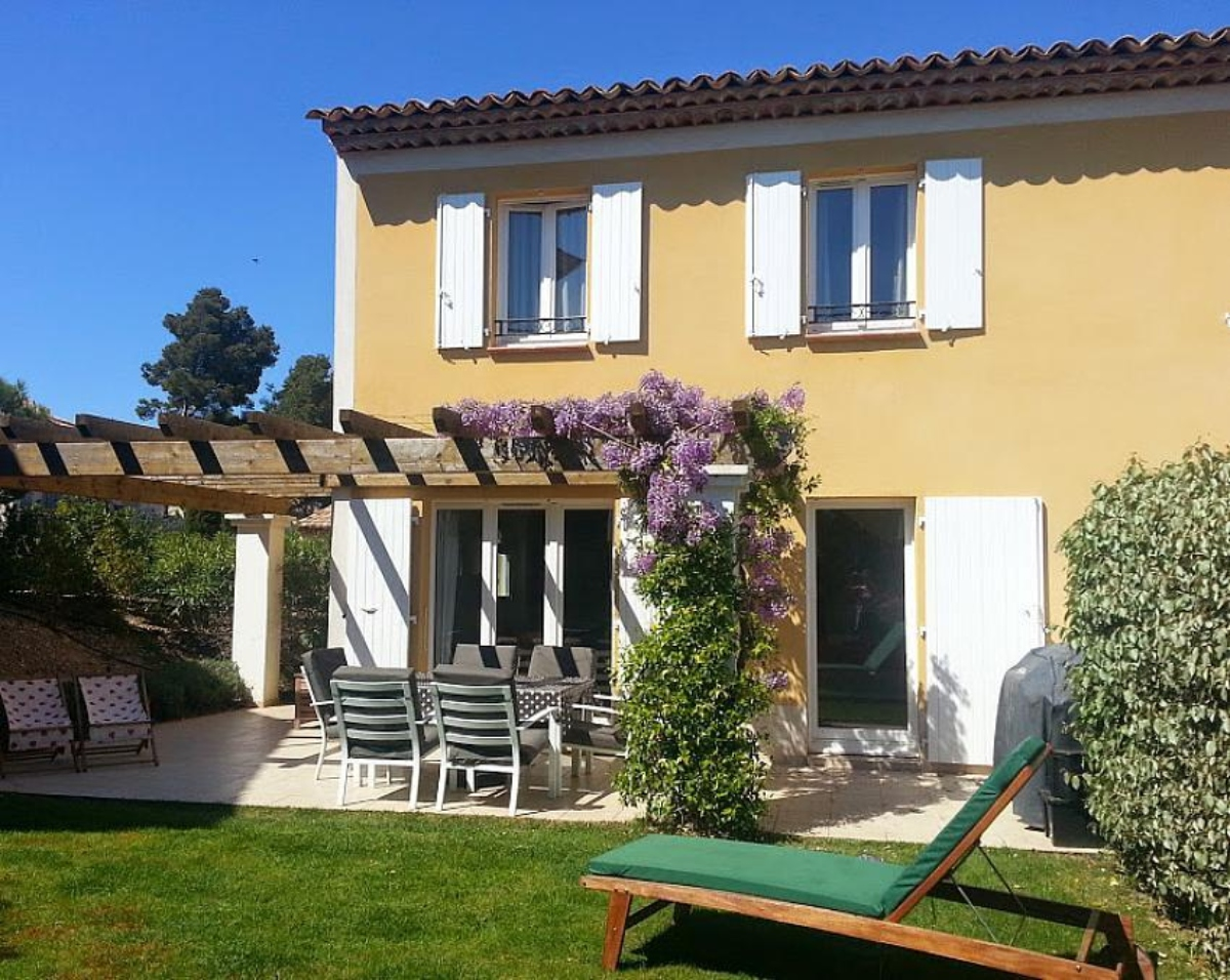 Villa provencal, Modern and cheerful villa  with communal pool in Mallemort, in the Provence, France for 6 persons...