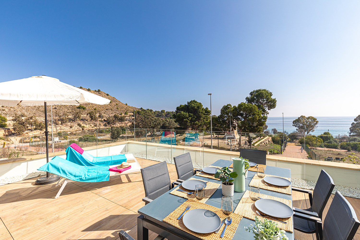 Allonbay, Lovely and comfortable apartment in Villajoyosa, on the Costa Blanca, Spain  with communal pool for 6 persons.....