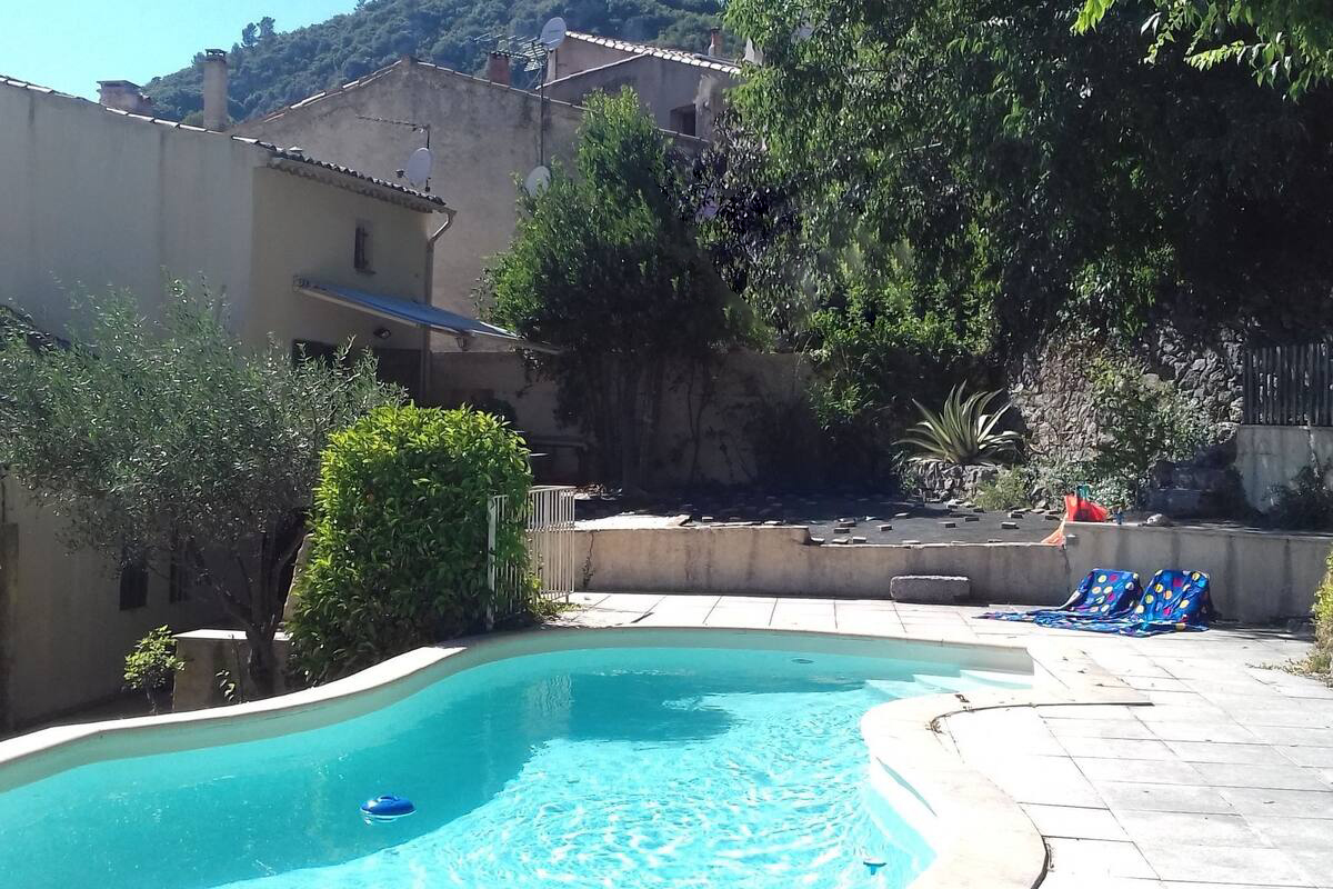 Menous, Beautiful and comfortable holiday home  with private pool in Maussane-Les-Alpilles, on the Cote d'Azur, France for 5 persons...