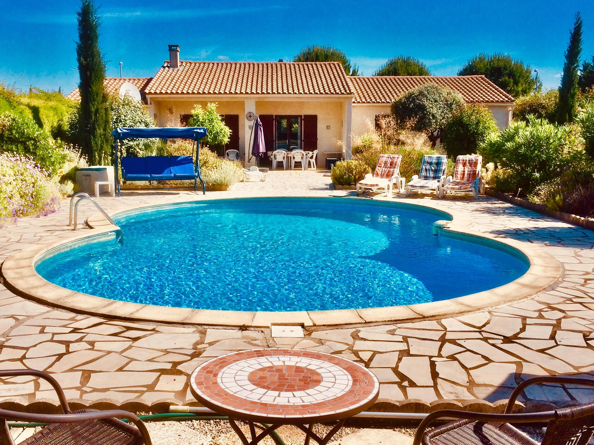 Belle villa de ginestas, Wonderful and comfortable villa  with private pool in Ginestas, Gard, France for 6 persons...