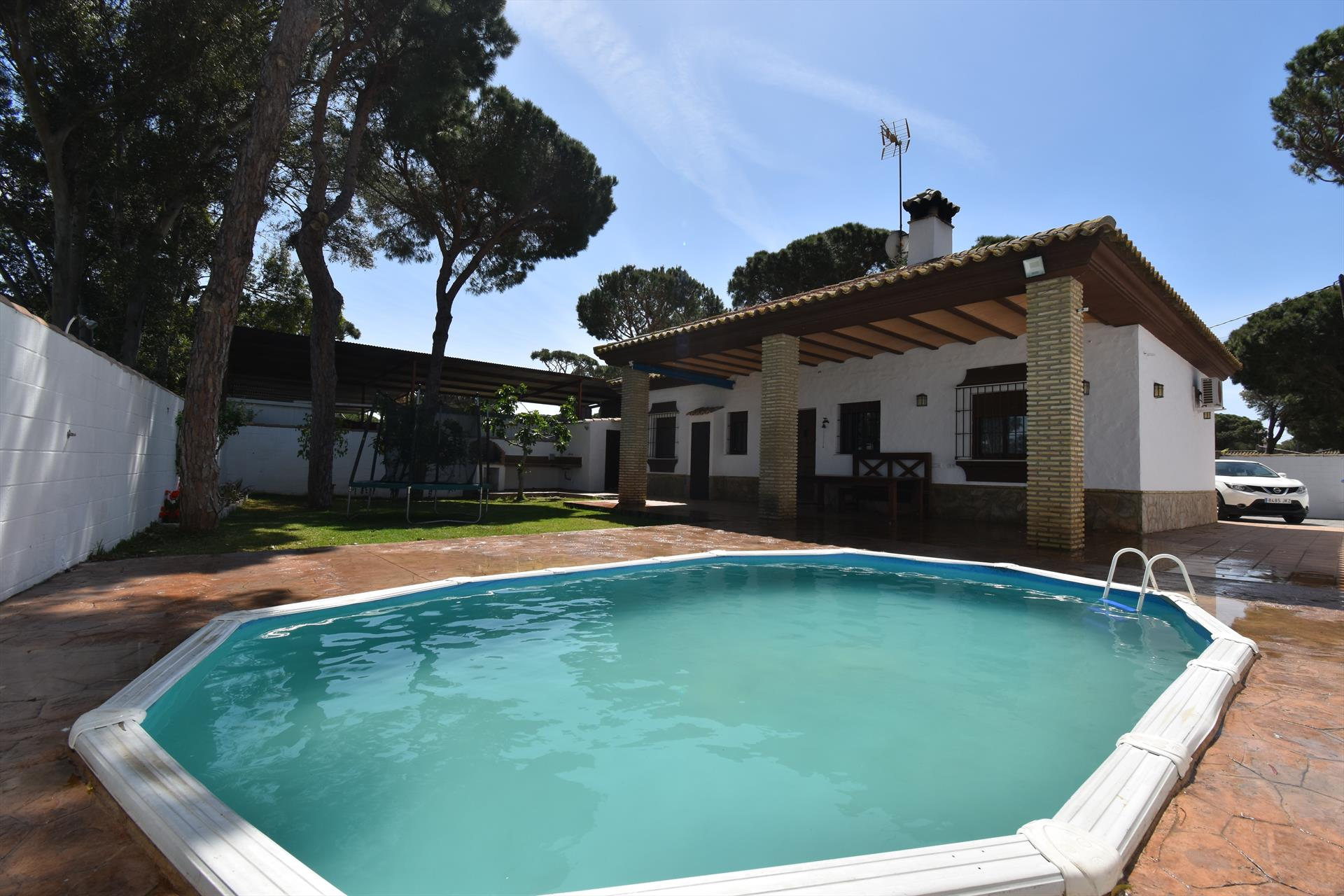 El Limonero,Lovely and comfortable villa  with private pool in Chiclana de la Frontera, Andalusia, Spain for 6 persons.....