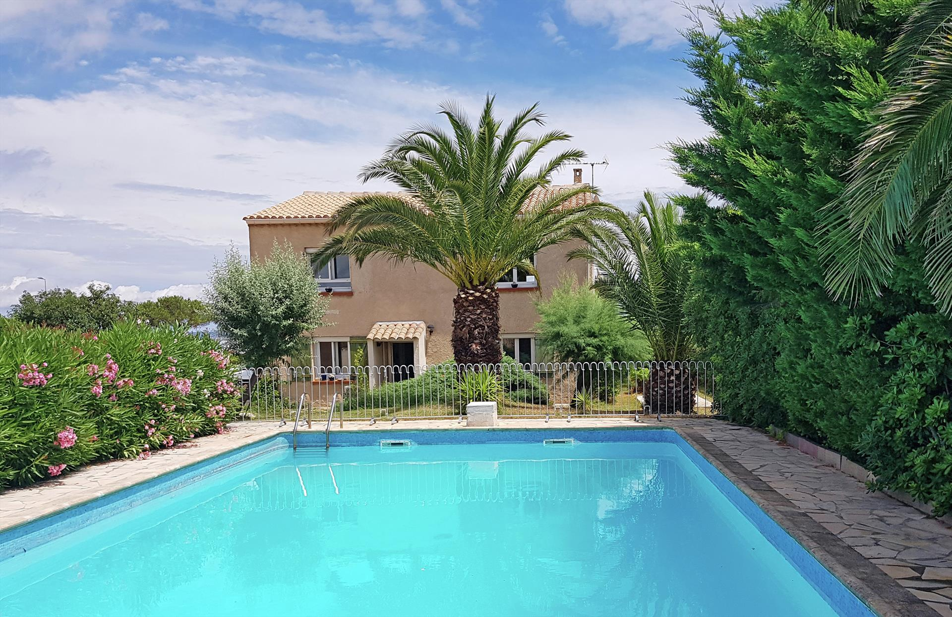 La scribote sea and pool,Beautiful and comfortable luxury villa in Agde, Herault, France  with private pool for 10 persons...