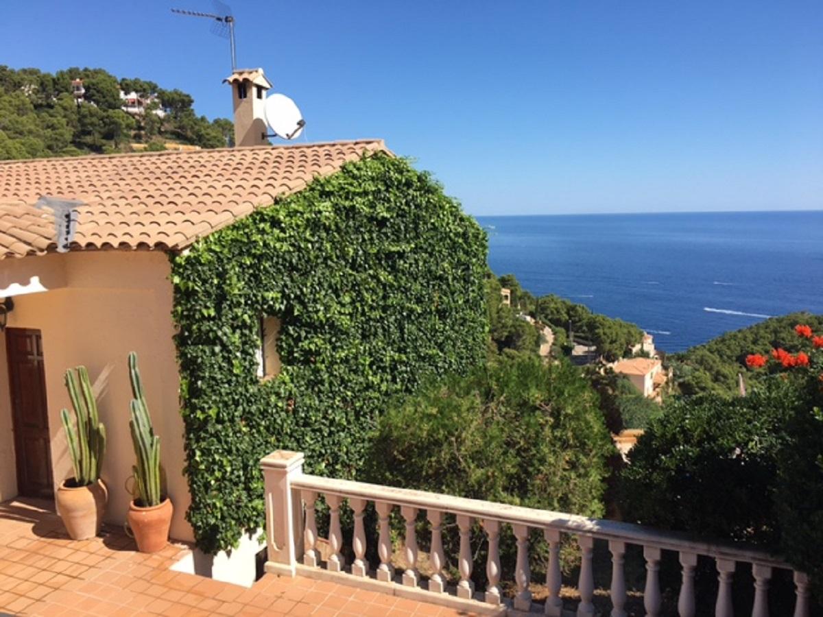 CASA NINA casa pareada con vistas al mar para 6 personas,Casa bonita en Begur, en la Costa Brava, España para 6 personas.....