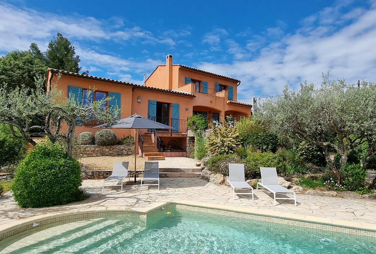 Marival, Beautiful and comfortable holiday home in Flayosc, in the Provence, France  with private pool for 8 persons...