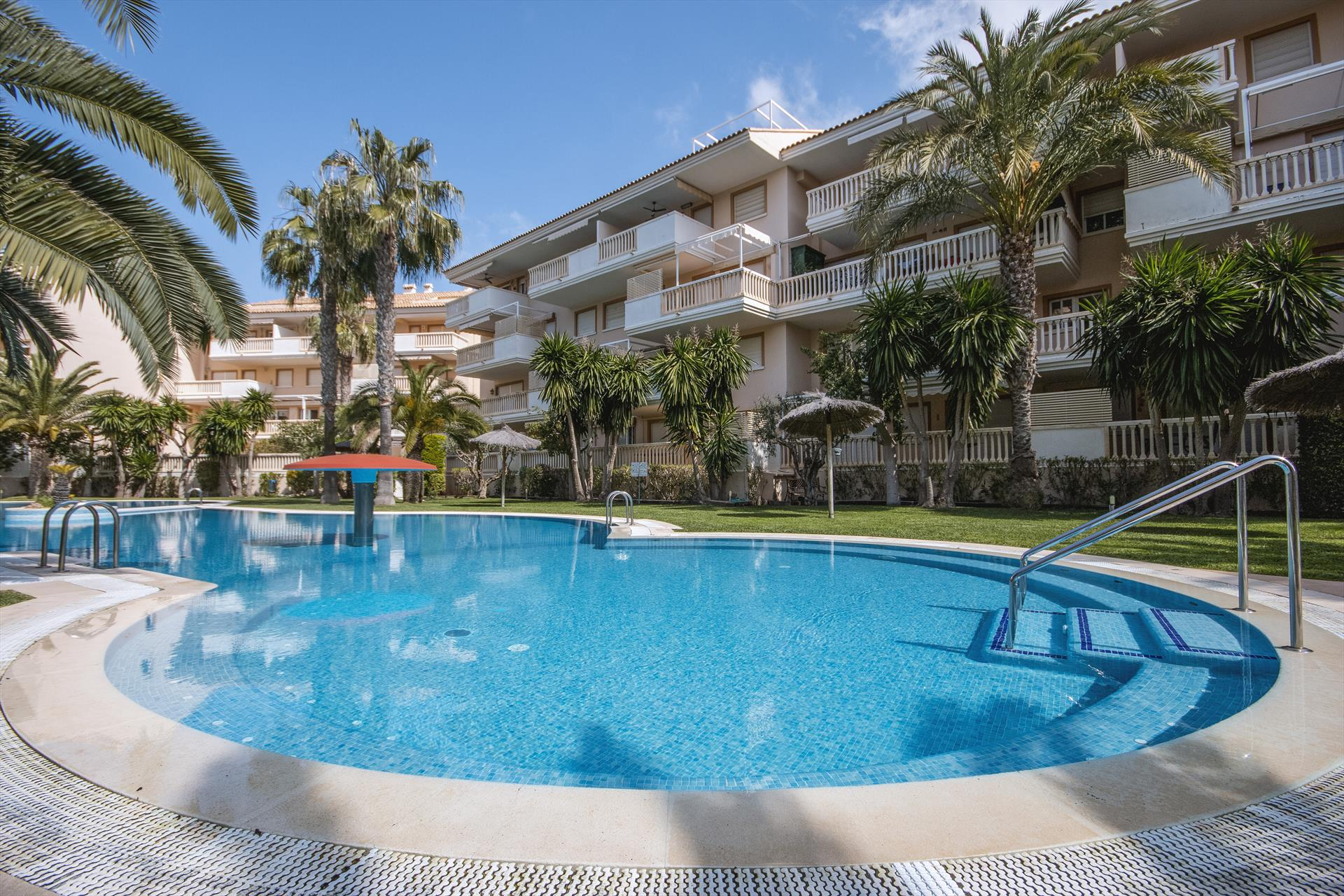 Eclari,Beautiful and cheerful apartment in Javea, on the Costa Blanca, Spain  with communal pool for 6 persons...
