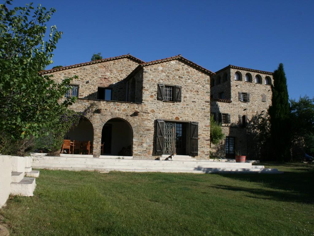 The tower apartment  mas de castelnou,Прекрасный, элитный апартамент  на 4 человекa в Castelnou, Gard, в Франции...