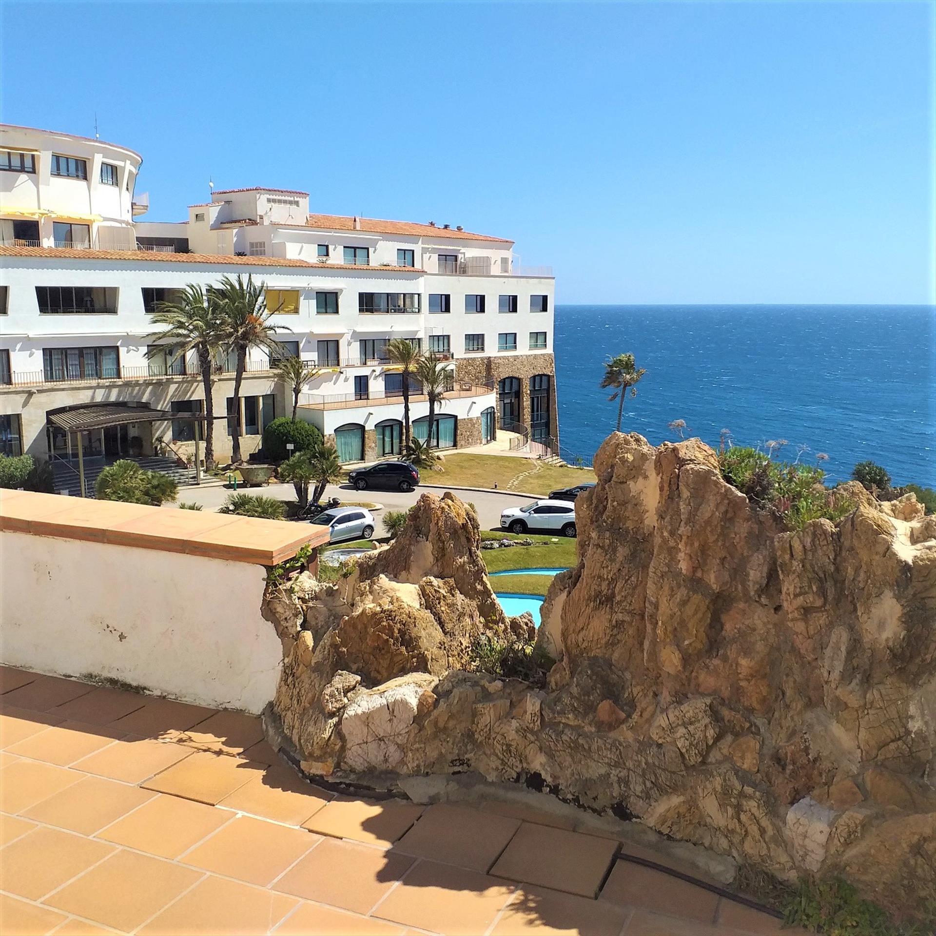 CSS 90 fantasticas vistas al mar con gran terraza y piscina comunitaria,Grand appartement charmant  avec piscine communale à Begur, sur la Costa Brava, Espagne pour 8 personnes.....