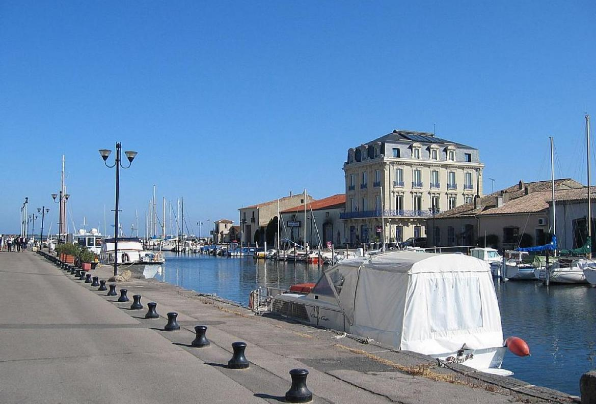 Waters edge, Beautiful and comfortable apartment in Marseillan Plage, Gard, France for 4 persons...