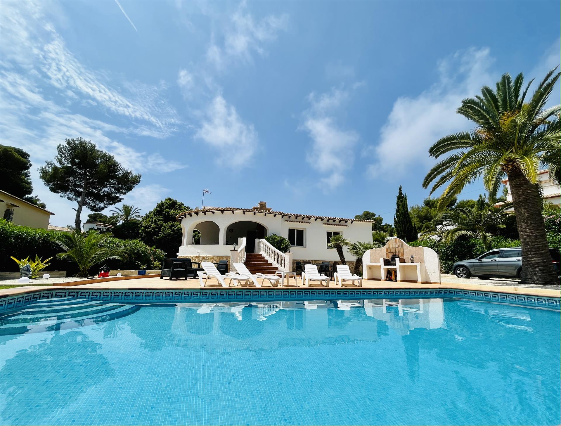 CASA ALBINONI,Wonderful and comfortable holiday house in Javea, on the Costa Blanca, Spain with private pool for 4 persons. The house.....