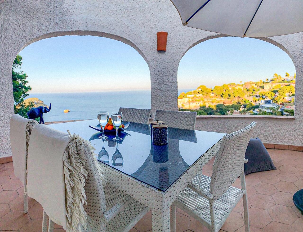 Casa Carioca,Vivienda de vacaciones maravillosa y romántica con piscina privada en Jávea, Alicante para 6 personas. La casa.....