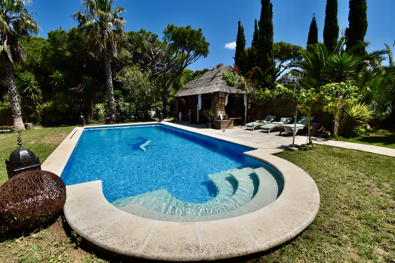 El Paraíso Natural,Large and cheerful villa in Chiclana de la Frontera, Andalusia, Spain  with private pool for 6 persons.....