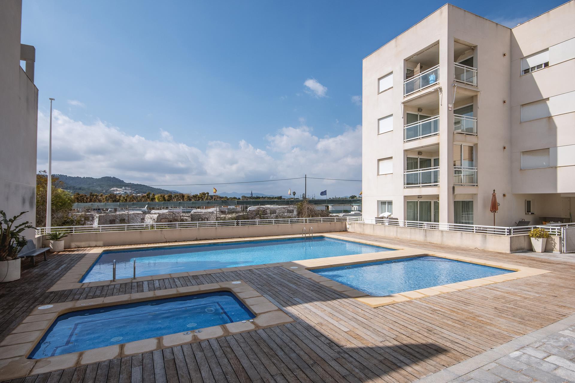 Cala Ro 4 pax,Modern en leuk appartement  met gemeenschappelijk zwembad in Javea, aan de Costa Blanca, Spanje voor 4 personen...