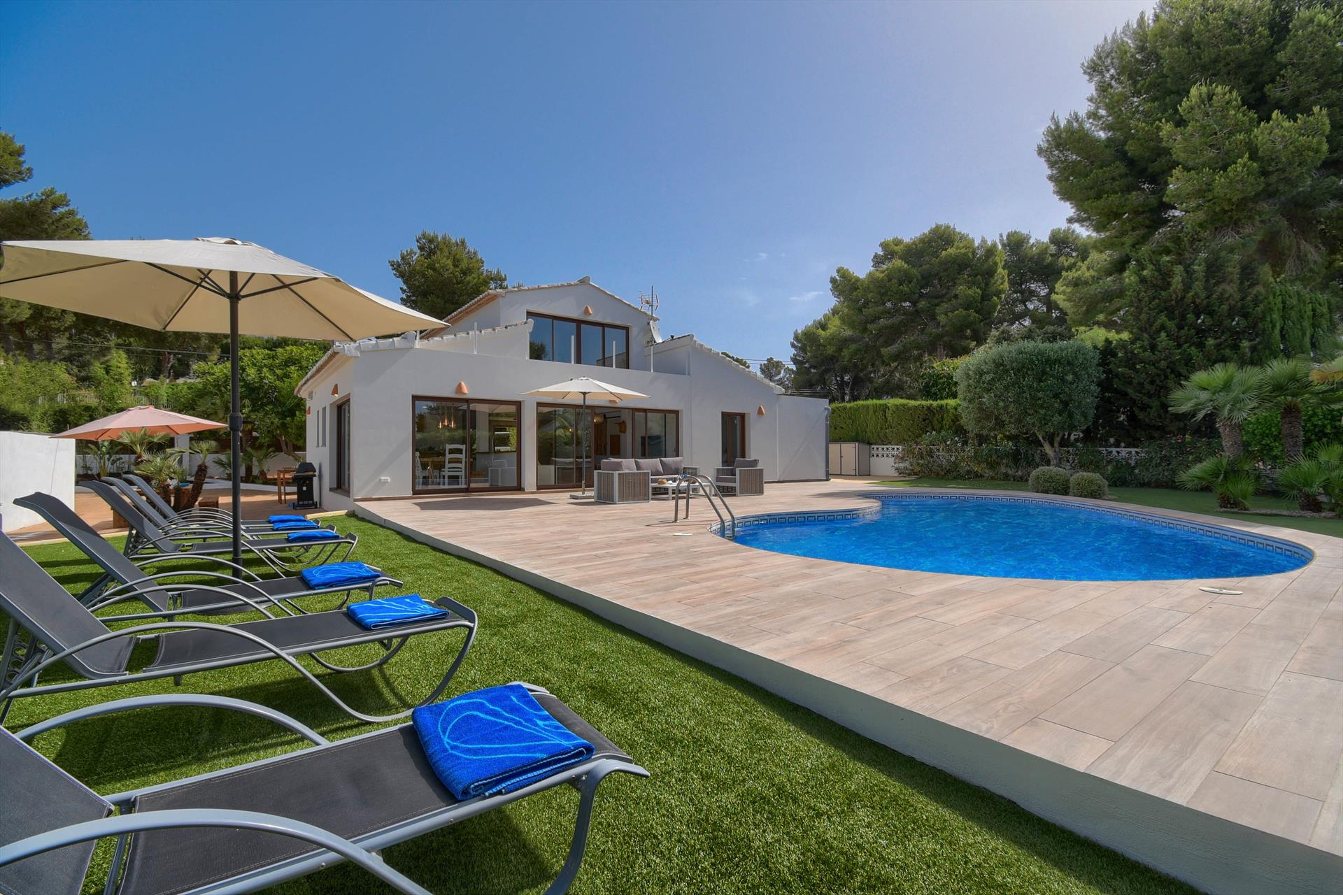 Violette,Beautiful and comfortable villa  with heated pool in Javea, on the Costa Blanca, Spain for 6 persons.....