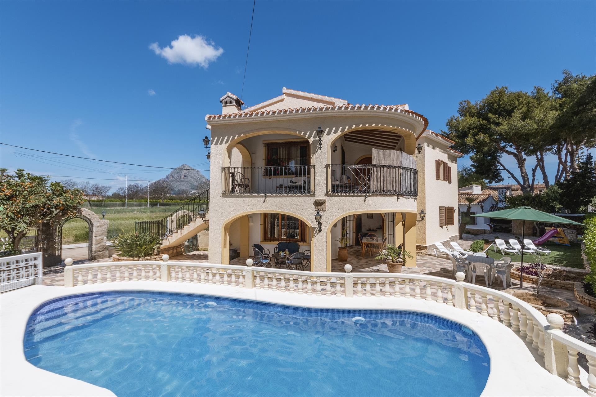 Casa Figura,Classic and cheerful apartment  with private pool in Javea, on the Costa Blanca, Spain for 8 persons.....