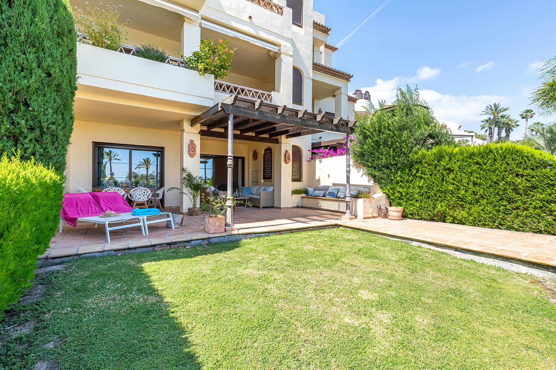 Bella Gadea,Lovely and comfortable apartment  with communal pool in Altea, on the Costa Blanca, Spain for 4 persons...