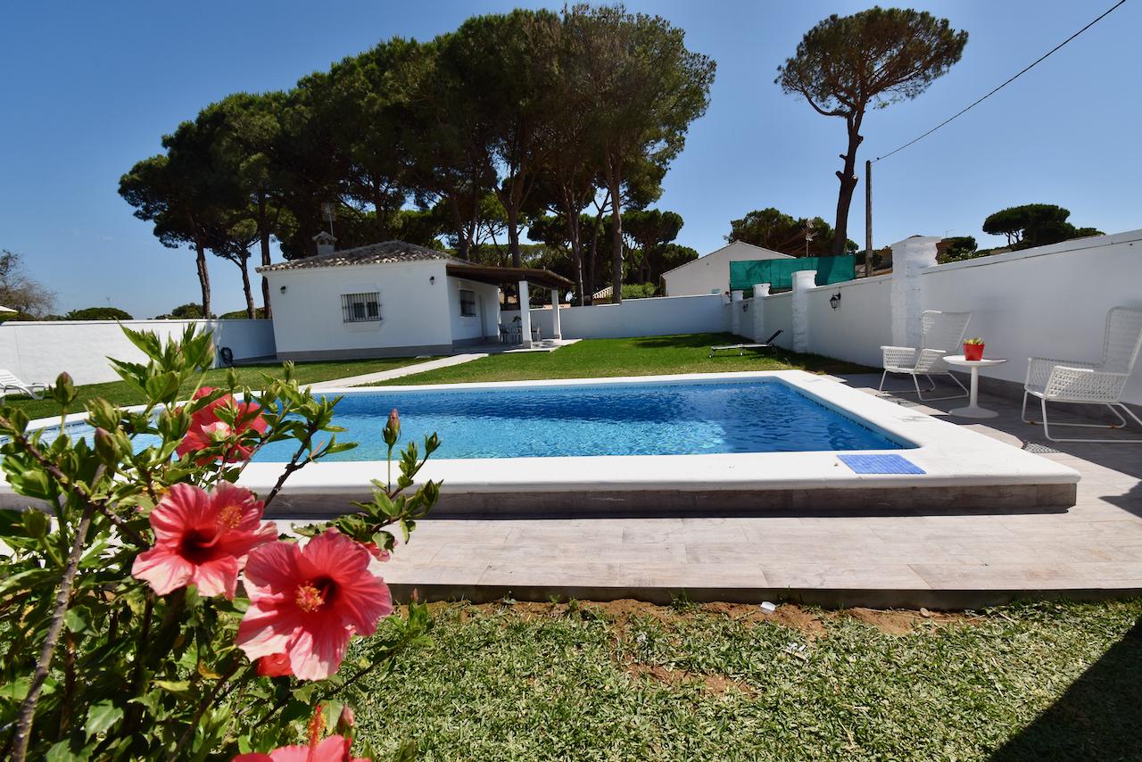 El Pino,Beautiful and comfortable villa  with private pool in Chiclana de la Frontera, Andalusia, Spain for 8 persons.....