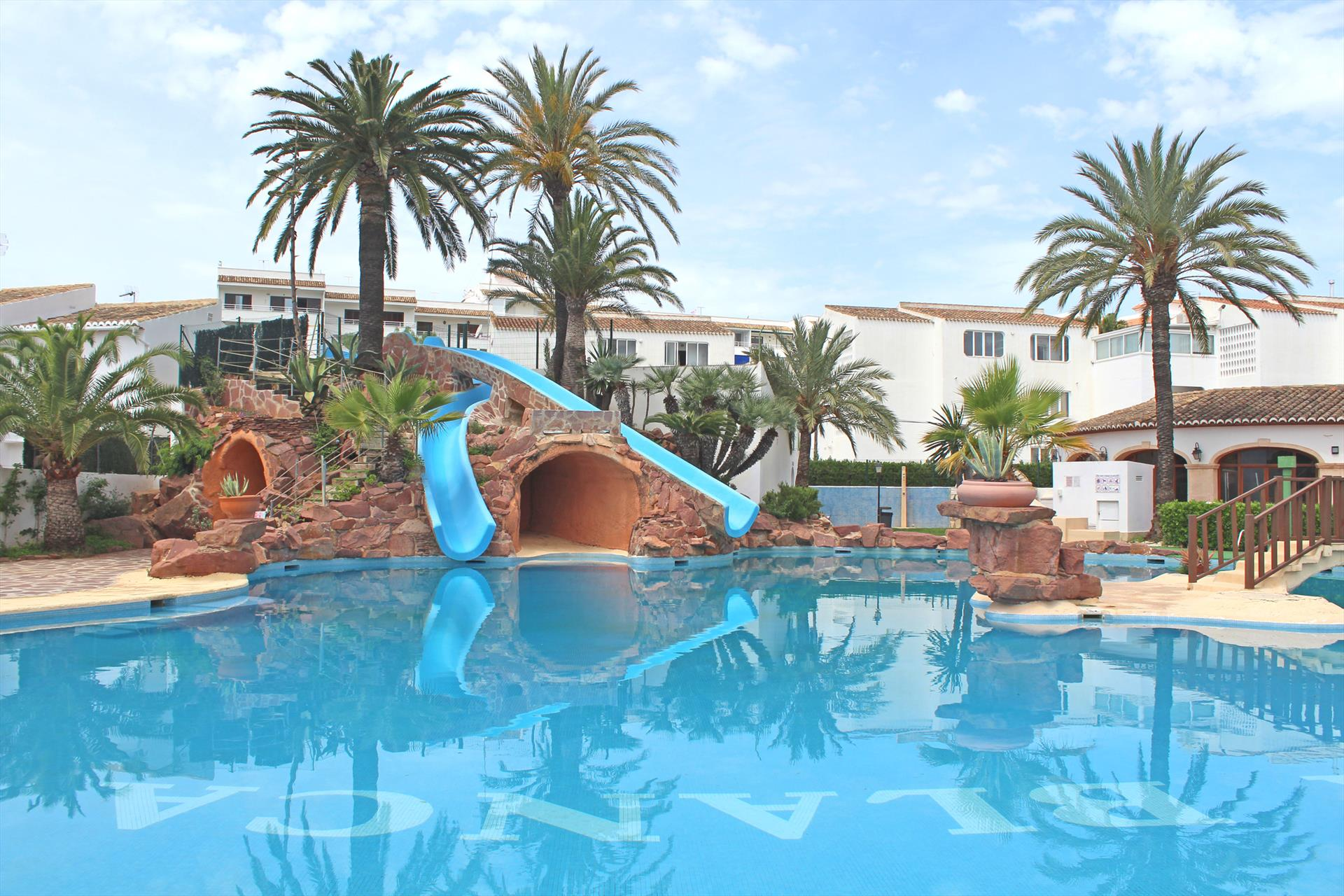 Cala Blanca,Lovely town house in Javea for 6 persons, located in the urbanisation Cala Blanca with an amazing communal pool with slides,.....