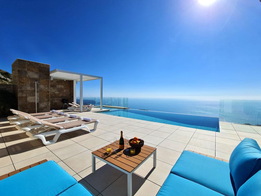 Villa Jazmines Solidays,Moderne en  luxe villa in Benitachell, aan de Costa Blanca, Spanje  met privé zwembad voor 8 personen.....