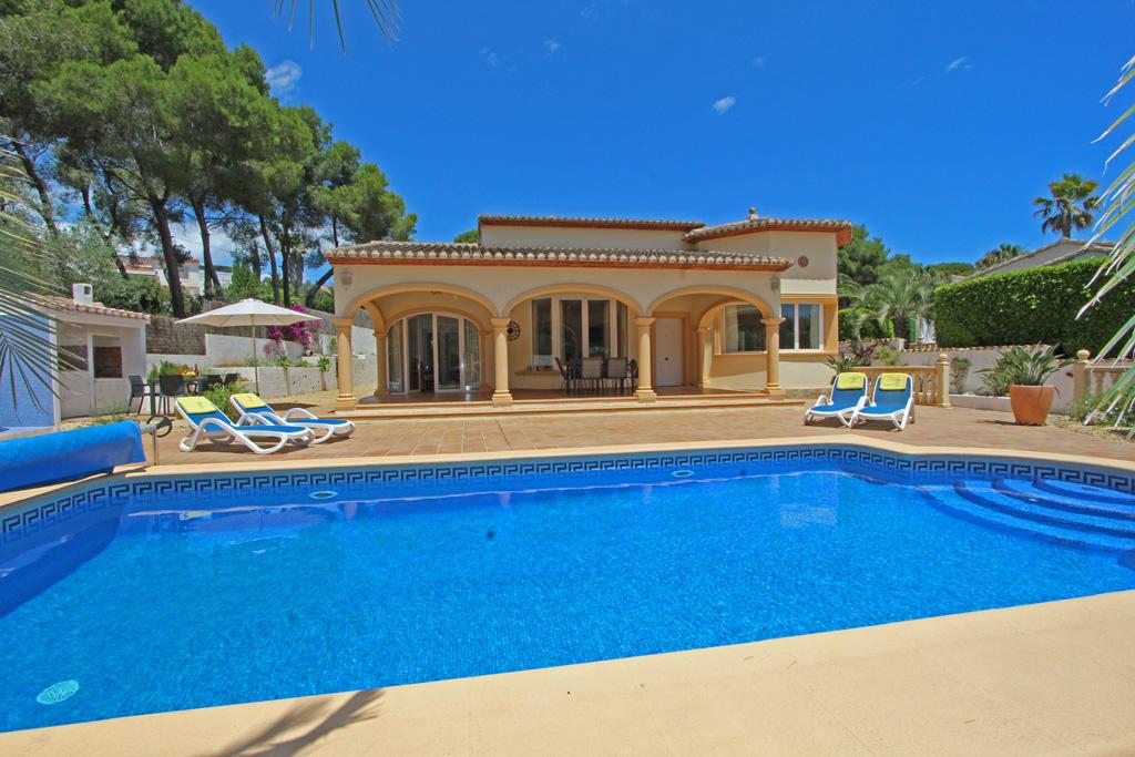 Cometa Gredos,Mooie en comfortabele villa in Moraira, aan de Costa Blanca, Spanje  met privé zwembad voor 6 personen...