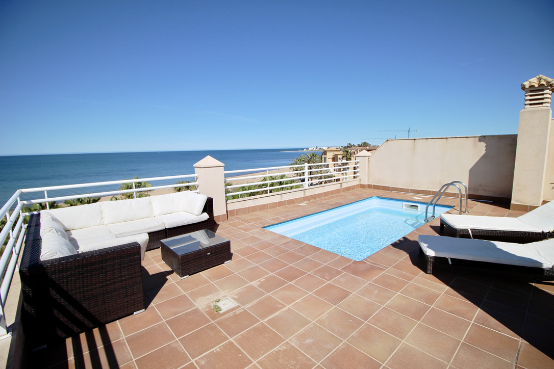 Ático espectacular con piscina privada,Wonderful holiday house in Denia, on the Costa Blanca, Spain  with communal pool for 4 persons.....