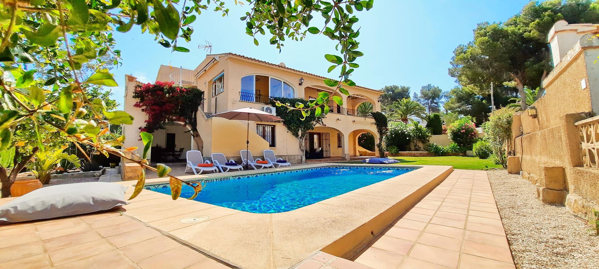 Villa Haleakala,Wunderschöne und gemütliche Villa in Moraira, an der Costa Blanca, Spanien  mit privatem Pool für 4 Personen.....