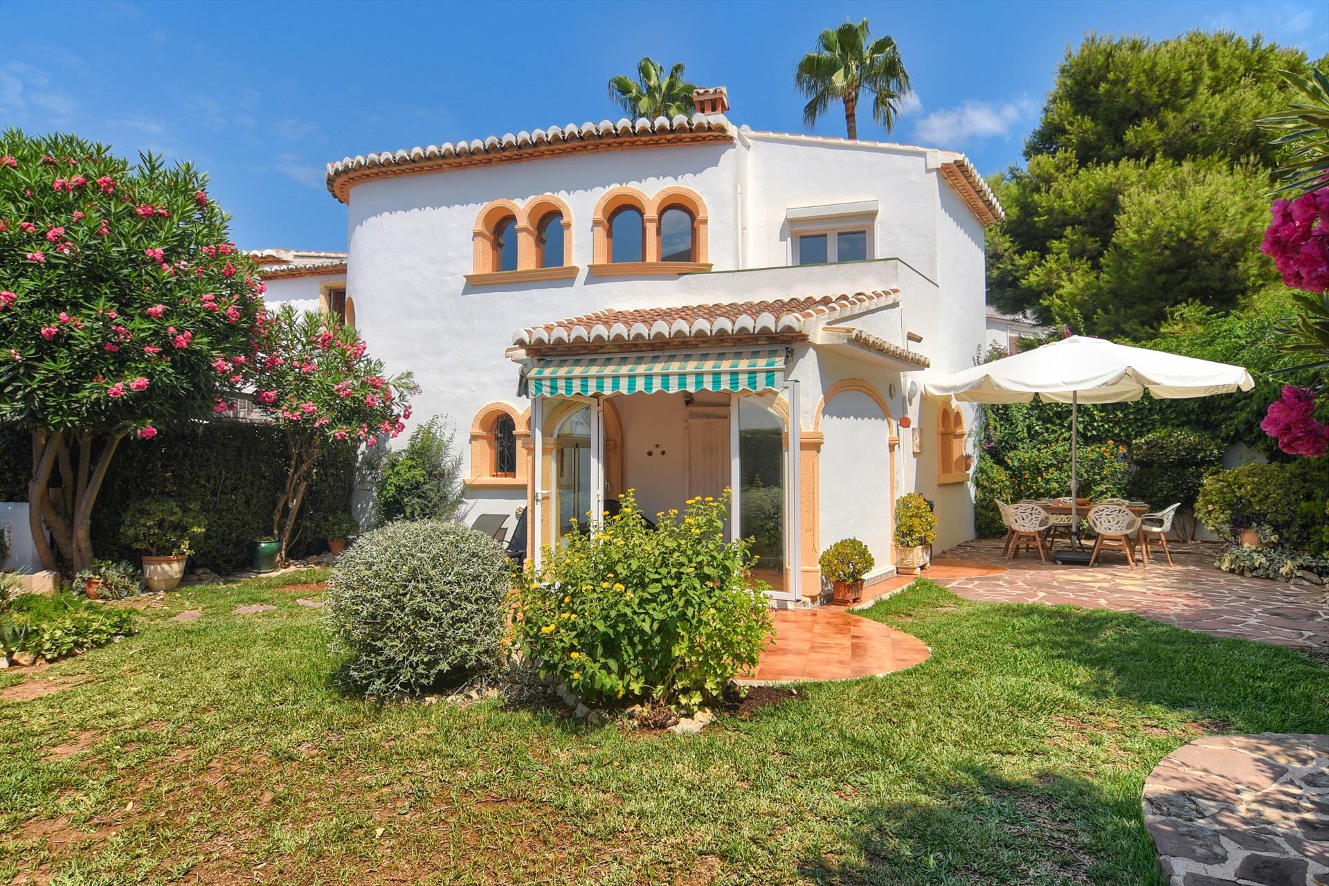 Joleipa 4 pax,Beautiful and comfortable apartment in Javea, on the Costa Blanca, Spain  with communal pool for 4 persons.....