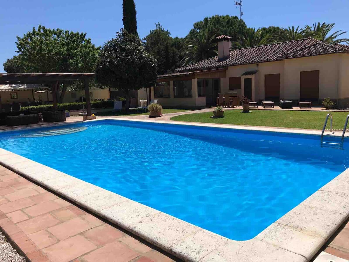 Campano,Lovely and cheerful villa in Chiclana de la Frontera, Andalusia, Spain  with private pool for 8 persons.....